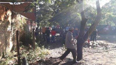 Indígenas acampan bajo precarias carpas en Fuerte Olimpo