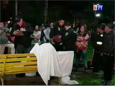Indagan asesinato de un hombre en una plaza de Presidente Franco