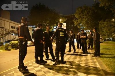 Custodia a cargo de policías