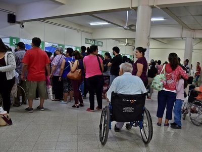Policía destina 40 efectivos para custodiar Hospital Central del IPS