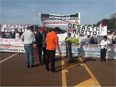 Productores de mandioca exigen precio justo y queman Judas Kái de Marito