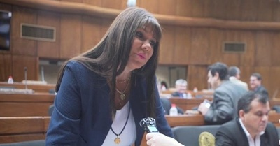 Diputada se opone a reducción de salario