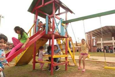 Habilitan polideportivo y centro comunitario en barrios de Encarnación