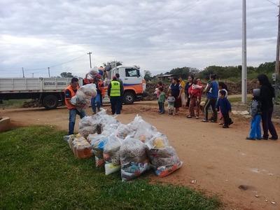 Distribuyen kits de alimentos en 36 barrios y compañías de Pilar