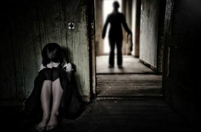 Condenan a hombre que adoptó a niña para violarla