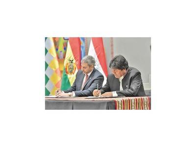 Marito y Evo firman acuerdos en el aniversario de la Paz del Chaco