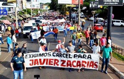Manifestantes piden cárcel para senador Zacarías Irún