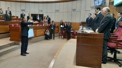 Nuevo senador Eusebio Ramón Ayala juró en reemplazo de Amarilla