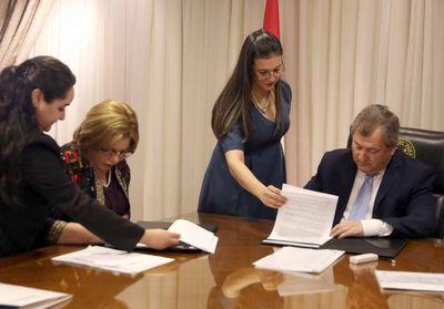 Corte Suprema y Ministerio de la Mujer firman convenios