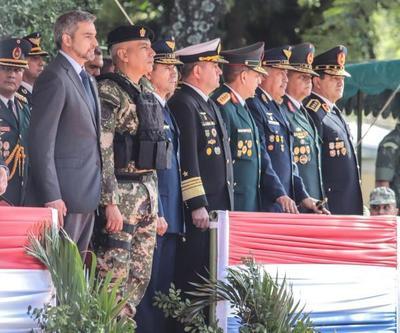 Mandatario presidió acto por aniversario del Regimiento Escolta Presidencial