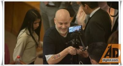 Payo Cubas simula ser periodista y pregunta a Ovelar sobre multas a senadores