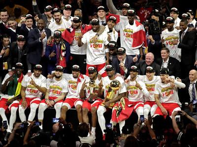 Toronto celebra su primer título de la NBA