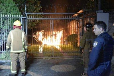 Dos vehículos se incendian en Fernando de la Mora