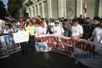 Enfermeras exigen equidad salarial y primer empleo para 4.000 colegas