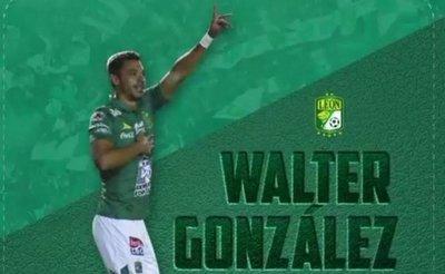 León libera a Walter González