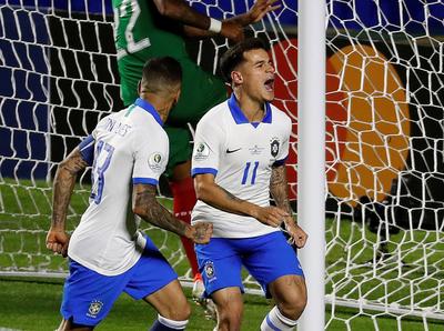 Philippe Coutinho fue el hombre del partido en la victoria de Brasil