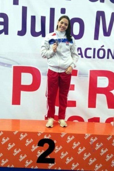 Astrid Caballero suma una medalla de plata en Perú