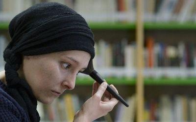 Enseñan a maquillarse a mujeres que sufren de cáncer