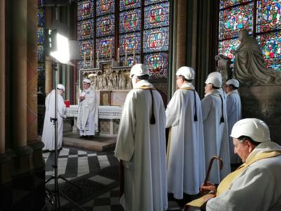 Notre Dame albergó la primera misa tras el incendio