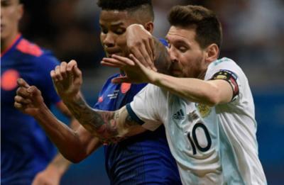 """""""Ahora toca levantar la cabeza y seguir"""" dice Messi tras caer ante Colombia"""