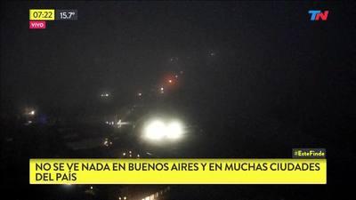 """Apagón total en Argentina: se cortó la luz en todo el país a causa de una """"falla masiva"""""""
