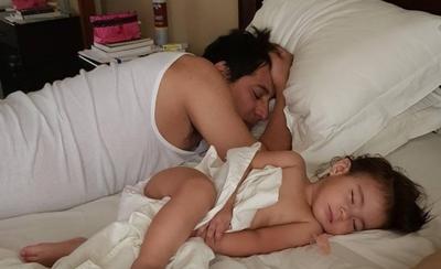 HOY / Clari Arias, rendido ante los encantos de su pequeña Gabita