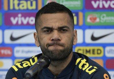 Dani Alves lamenta la falta de finales