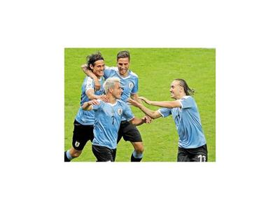 Uruguay golea y se reafirma   candidata