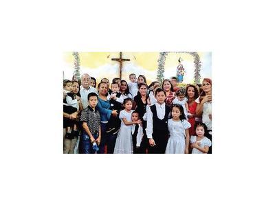17 niños de familias damnificadas reciben bautismo en refugio