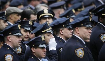 Policía de Nueva York en estado de alerta por el suicidio de 3 agentes en 10 días