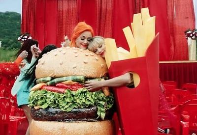 """Taylor Swift y Katy Perry son amigas nuevamente en el videoclip """"You Need To Calm Down"""""""