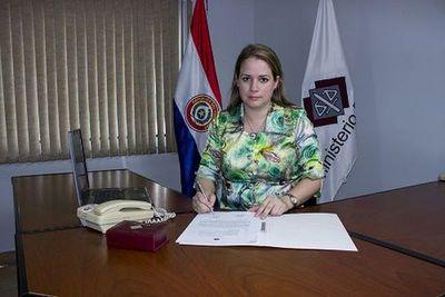 Fiscala acusó a mujer por trata de personas