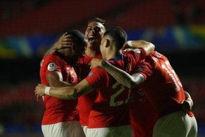 Chile debuta con una apabullante goleada ante Japón en la Copa América