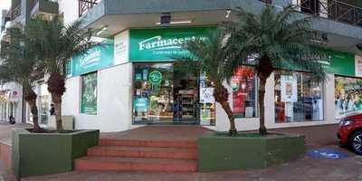 Asaltantes irrumpen sucursal de cadena de farmacias y se alzan con dinero y celulares
