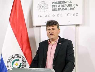 """Ministro de Agricultura: """"El Estado no comprará deudas por motos o muebles"""""""