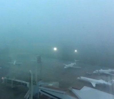 Una densa neblina ocasionó ayer demora en vuelos
