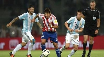 ARGENTINA Y PARAGUAY SE ENFRENTAN EN UN DUELO CRUCIAL