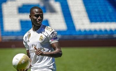 HOY / El francés Mendy se suma al pelotón de recién llegados al Real Madrid