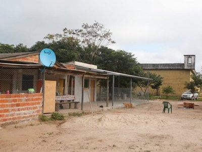 De cómoda granja para reclusos a alojamiento de guardiacárceles