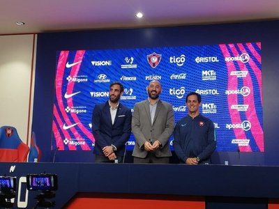 Cerro Porteño presenta a Víctor Bernay como coordinador deportivo