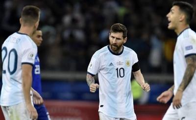 HOY / Argentina, con respaldo del VAR empata a la Albirroja