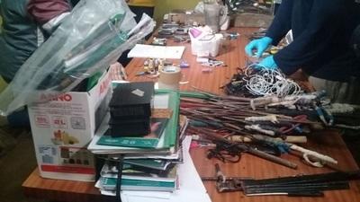 Cárcel de San Pedro: Incautan más de 100 armas en requisa