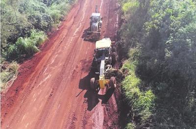 Trabajos en caminos de Yguazú