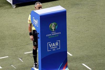 Paraguay se quejará a Conmebol por arbitraje contra Argentina, dijo vicepresidente de APF
