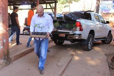 Reciben donación de arbolitos, y serán plantados a la vera de arroyos