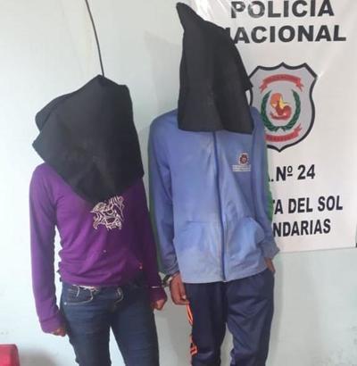 Detienen a dos jóvenes y recuperan objetos robados