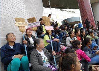 Sancionan ley para que empleadas domésticas ganen salario mínimo