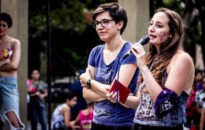"""Solidario """"slam"""" de poesía"""
