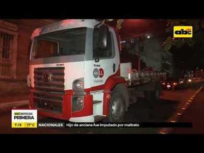 Abandonan camiones municipales sobre Iturbe