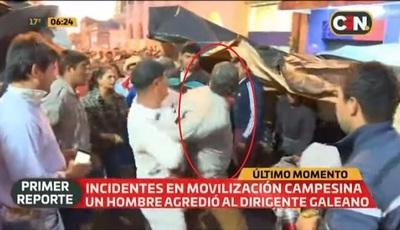 """""""Infiltrado"""" ataca a dirigente campesino en medio de manifestaciones"""